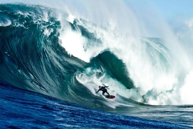Ross Clarke-Jones surfing Shipsterns Bluff.